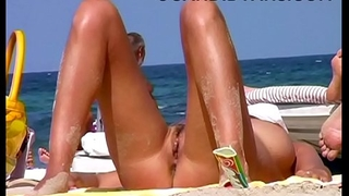 Busty MILF old lady fully naked on the beach!