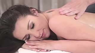 Lola Foxx orders a &quot_relaxing&quot_ massage